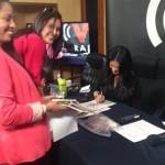 Firmando revistas