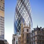 Edificio proyectado por Norman Foster en el principal distrito financiero de Londres. Es el segundo más alto de la ciudad con sus 180m de altura.