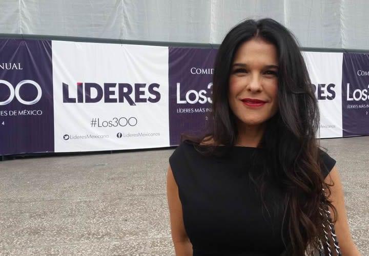Martha en la ceremonia de los 300 líderes mexicanos