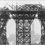 En julio de 1887 comienza el montaje de los pilares.