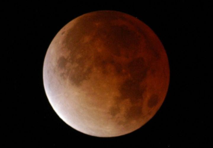 Breve eclipse lunar