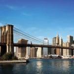 Fue el primer puente suspendido mediante cables de acero. Durante 20 años fue el más largo del planeta con 1.825m de longitud. Es una de las  estampas neoyorquinas más memorables.