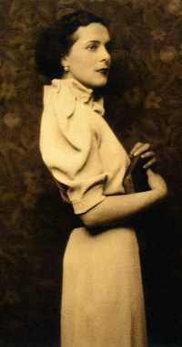 2. Leonora joven