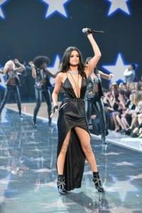 Selena gomez en victorias secret