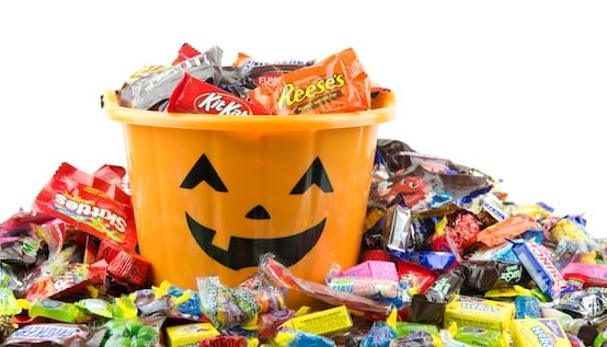 7-Spooktacular-Ways-to-Save-On-Halloween-Candy