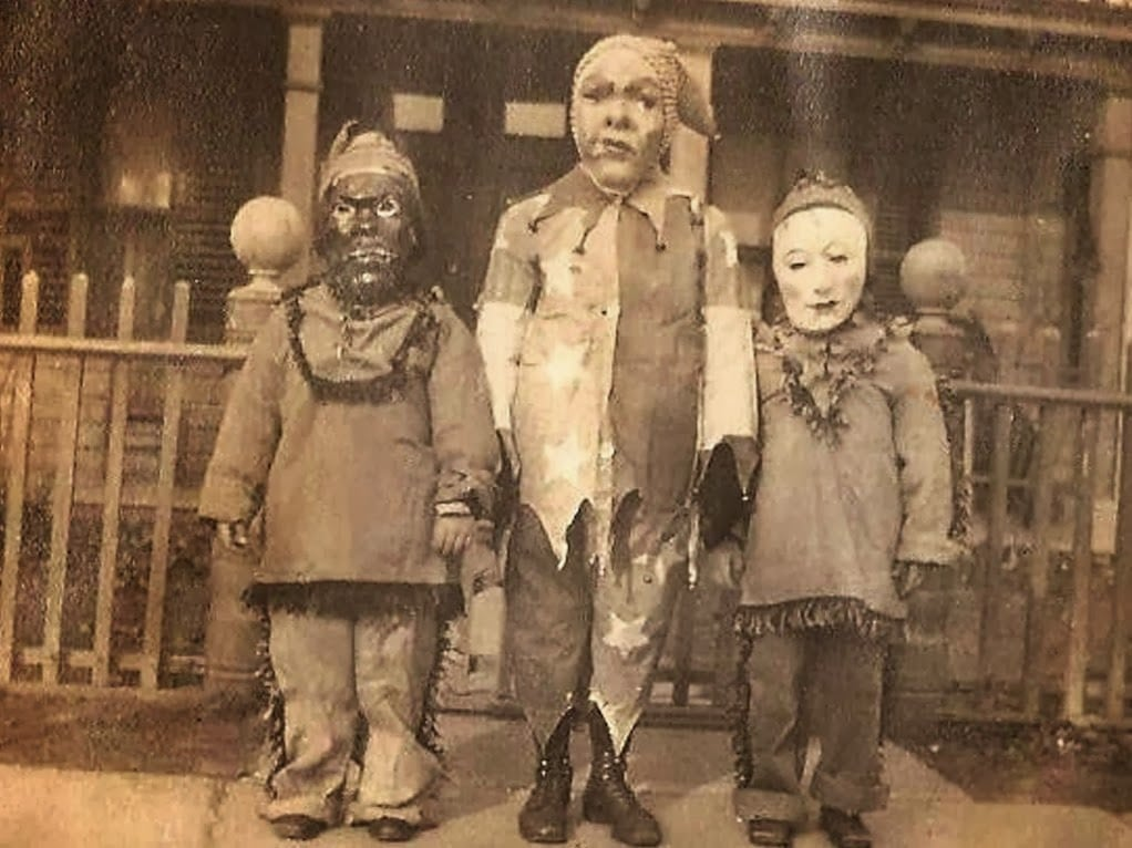 Creepy Vintage Halloween Costumes (2)