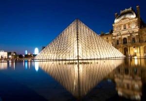 Es el museo más importante de Francia y el más visitado del mundo. Cuenta con una de las galerías de arte más importantes de Europa y del mundo.