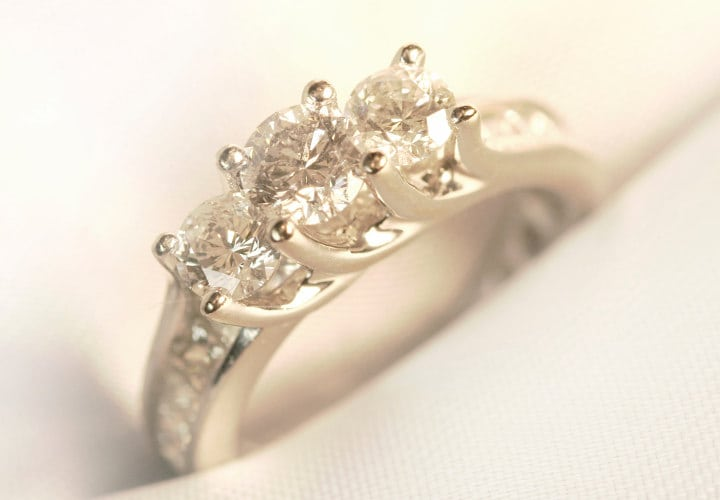 ee965caf4a81 Cómo escoger anillo de compromiso  - Martha Debayle